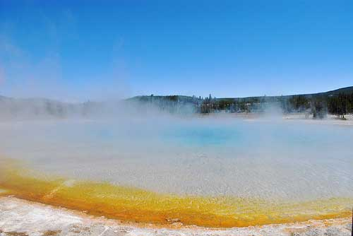 Yellowstone NP - Rainbow Pool, Black Sand Basin - © By Flickr User www78