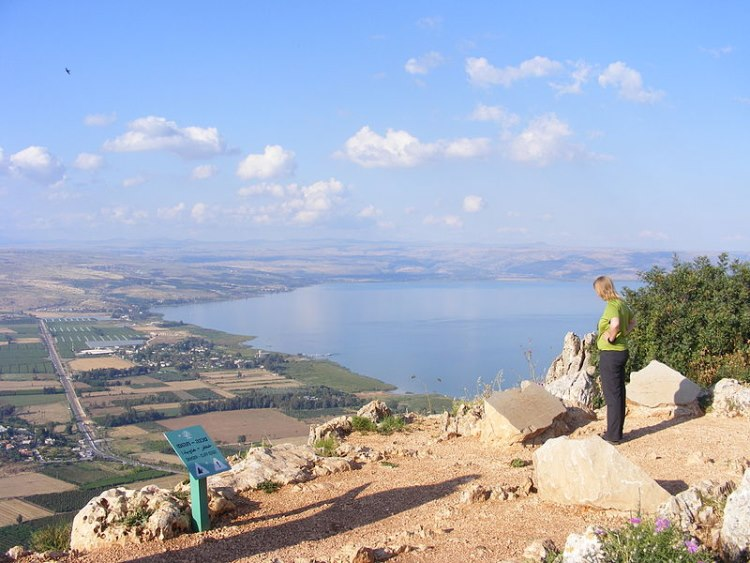 Jesus Trail: Jesus Trail - Sea of Galilee From top of Mount Arbul - © Copyright Wikimedia Commons, Zeromancer44