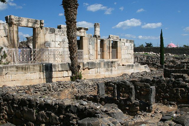 Jesus Trail - Synagogue in Capernaum - © Copyright Flickr user borusa01