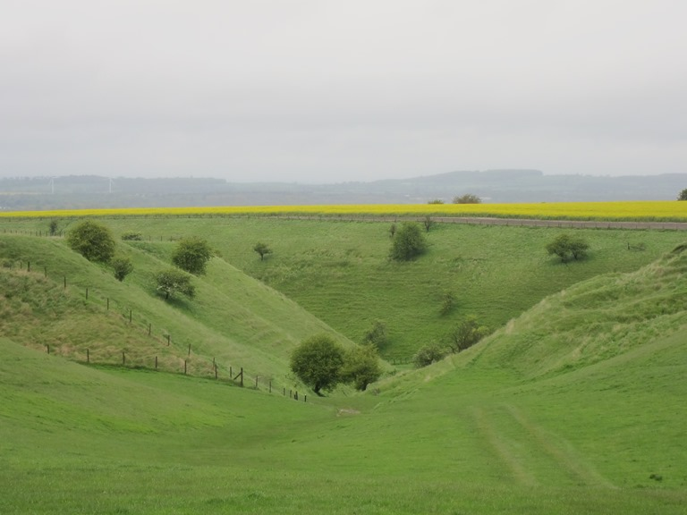 The Ridgeway: Steep dry valley - © William Mackesy