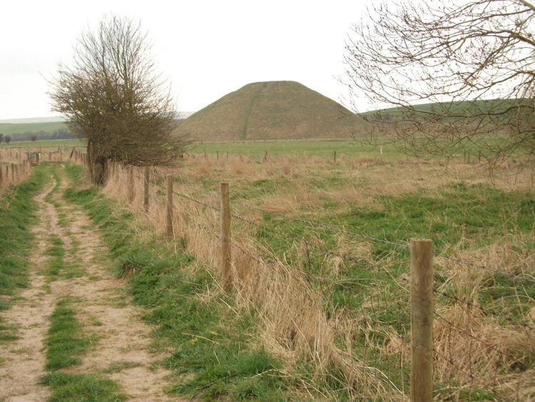 The Ridgeway: Silbury Hill - © Copyright Flickr user Triratna Photos