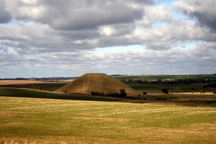 The Ridgeway - Silbury - © Copyright Flickr user frankdasilva