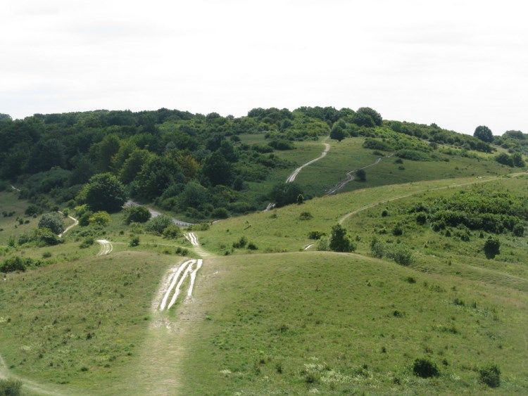 to Ivinghoe Beacon - © Copyright Flickr user michaelday_bath