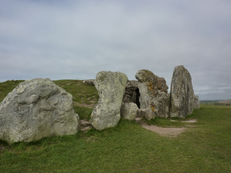 The Ridgeway: West Kennet long barrow - © Copyright Flickr user Bods