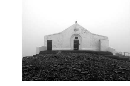 Croagh Patrick - Chapel - © Flickr user andrewcparnell