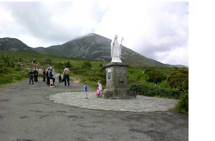 Croagh Patrick: Croagh Patrick - Start point - © Flickr user keertmoed