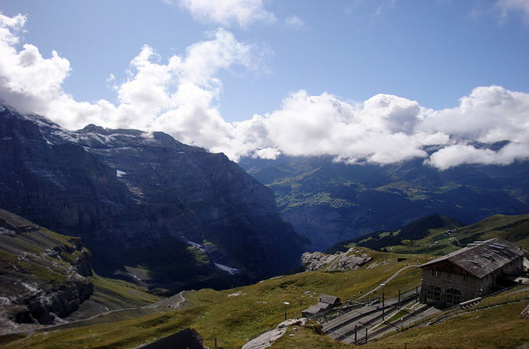 Eiger Trail - © By Flickr user Bobwitlox