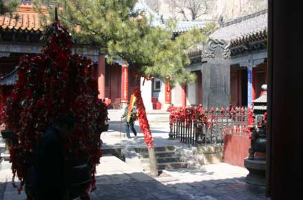 China Eastern Shandong, Tai Shan, Temple on the peak, Walkopedia