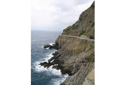 Cinque Terre - Azzuro - © By Flickr User comroques