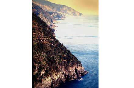 Cinque Terre - Coast - © By Flickr User pizzodisevo