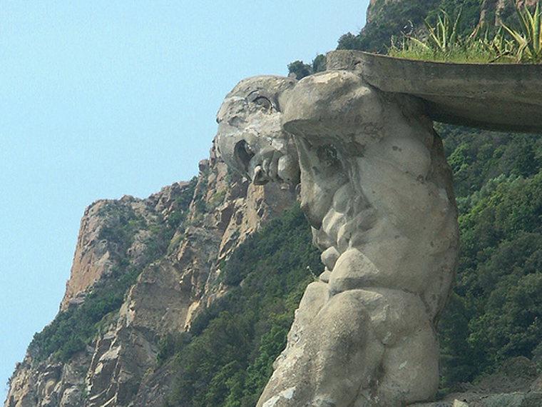 Cinque Terre: Cinque Terre - Statua del gigante Monterosso - © By Flickr User Chuntera