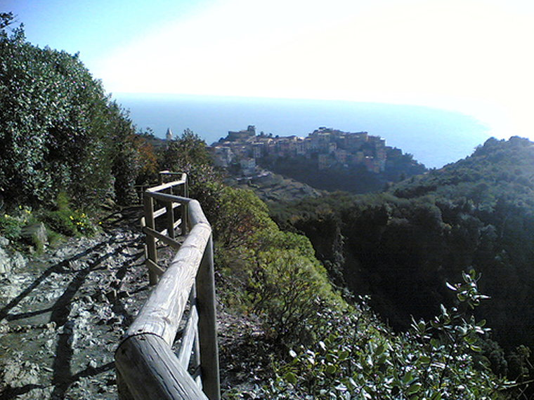 Cinque Terre - Upper Trail - © By Flickr User Cebete