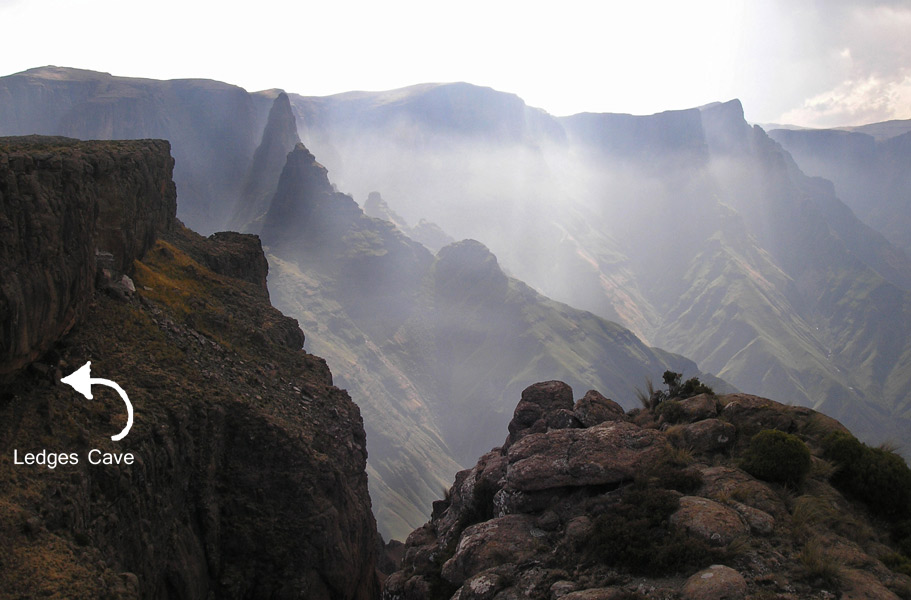 South Africa Drakensberg, North Drakensberg Traverse, Ledges Cave From the escarpment, Walkopedia