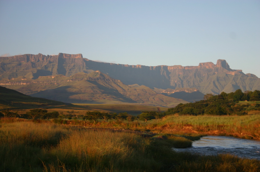 South Africa Drakensberg, North Drakensberg Traverse, Amphitheatre , Walkopedia