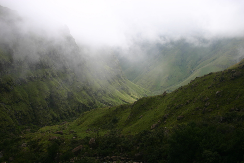South Africa Drakensberg, North Drakensberg Traverse, Dropping out of the cloud, Walkopedia