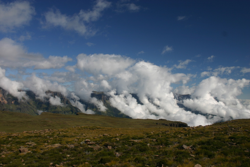 North Drakensberg Traverse: Mnweni cutback, rising cloud - © William Mackesy