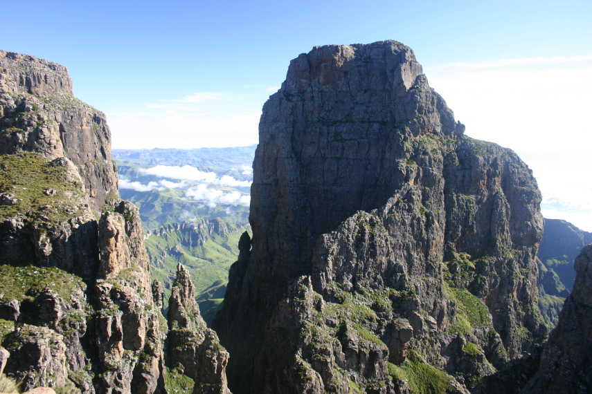 South Africa Drakensberg, North Drakensberg Traverse, Mponjwane Tower, Walkopedia