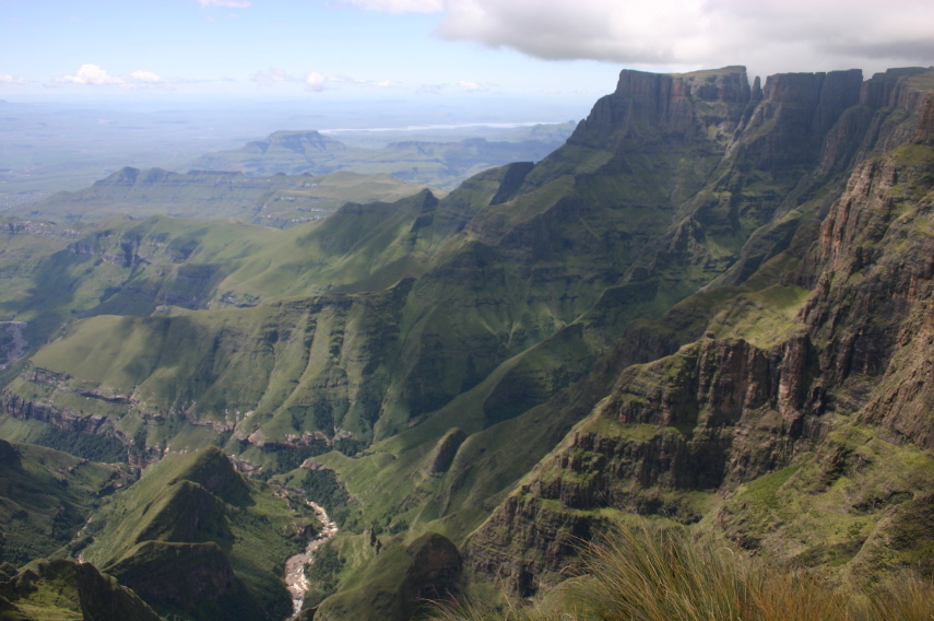 South Africa Drakensberg, North Drakensberg Traverse, from the Amphitheatre, Walkopedia
