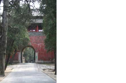 Kong Lin (Confucian Forest): Entrance gate - ©William Mackesy...