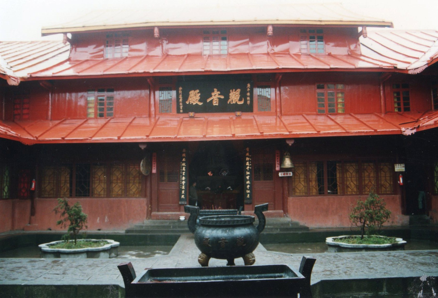 China Sichuan, Emei Shan, How it was in 1991 tin and peeling paint, Walkopedia