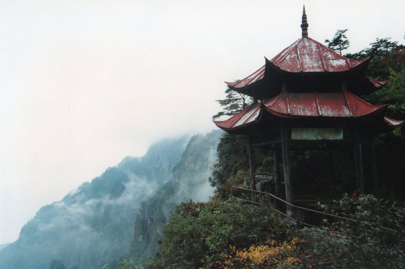 China Sichuan, Emei Shan, Clifftop pavilion, all rust in 1991, Walkopedia