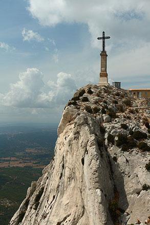Croix de Provence Sainte Victoire - © Frorm Wikipedia Commons, by BEN LIEUSONG