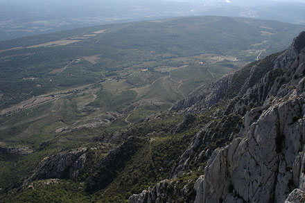 Montagne Sainte Victoire - © From Flickr, by Jatdoll