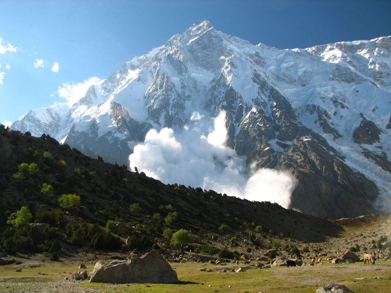 Avalanche on Nanga Parbat (Diamir) - © dreamX flickr user