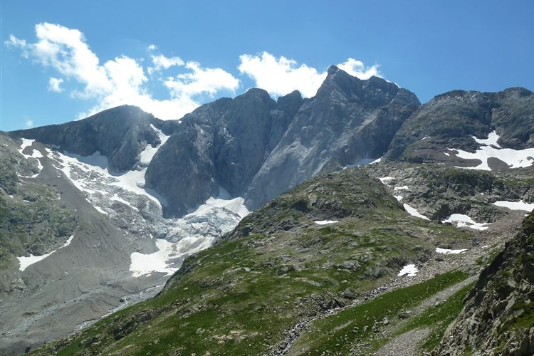 North face of Vignemale (3298m) on approach to Refuge des Oulettes de Gaube - 14082013 - © Dick Everard