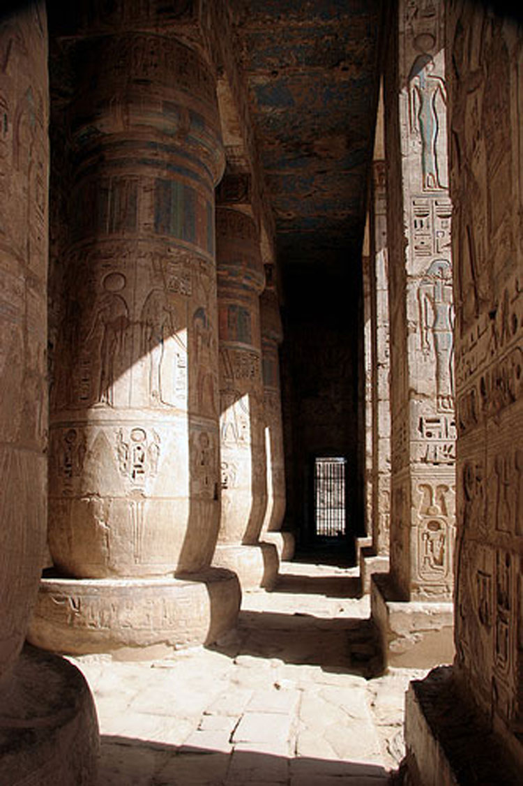 Egypt, To the Valley of the Kings, Medinet Habu - © From Flickr user Astique, Walkopedia