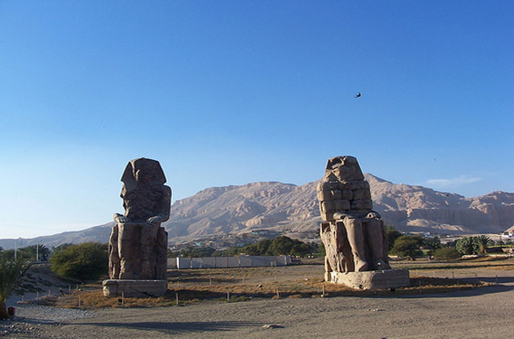 Egypt, To the Valley of the Kings, Colossi of Memnon - © From Flickr user SilviaPef, Walkopedia