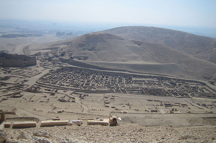 Egypt, To the Valley of the Kings, Deir el-Medina I think - © From Flickr user Joanne_and_Matt, Walkopedia