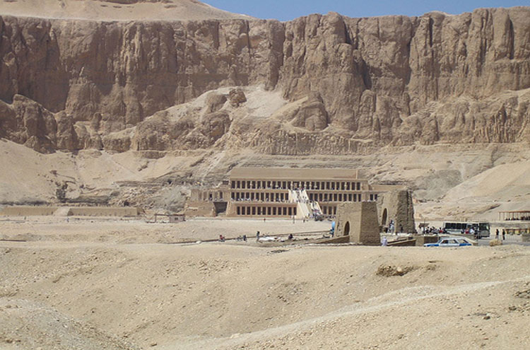 Egypt, To the Valley of the Kings, Hatshepsut - © From Flickr user Joanne_and_Matt, Walkopedia