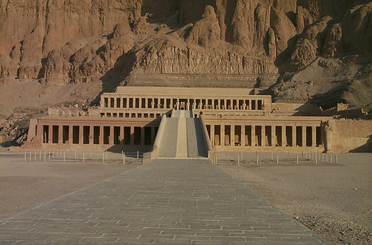 Egypt, To the Valley of the Kings, Hatshepsut - © From Flickr user Paul_Mannix, Walkopedia