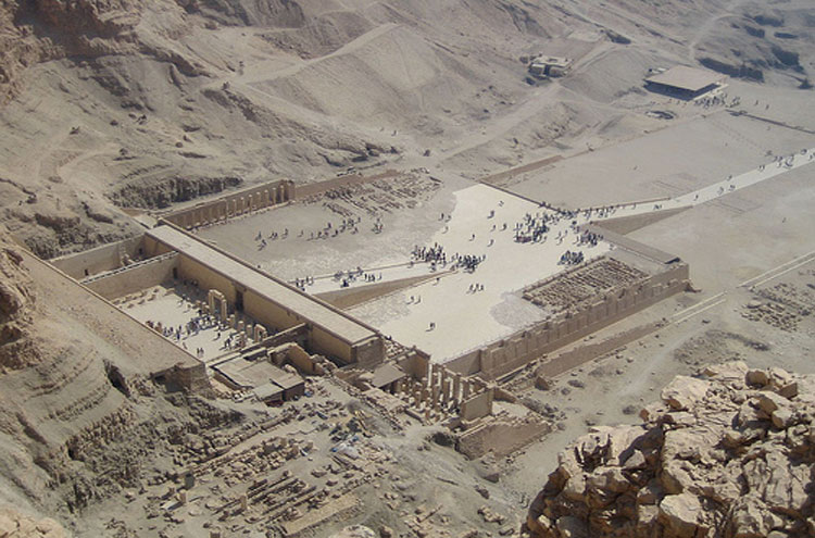 Egypt, To the Valley of the Kings, Hatshepsut's temple - © From Flickr user Joanne_and_Matt, Walkopedia