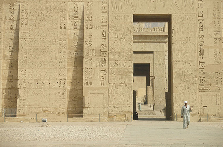 Egypt, To the Valley of the Kings, Medinet Habu - © From Flickr user Argenberg, Walkopedia