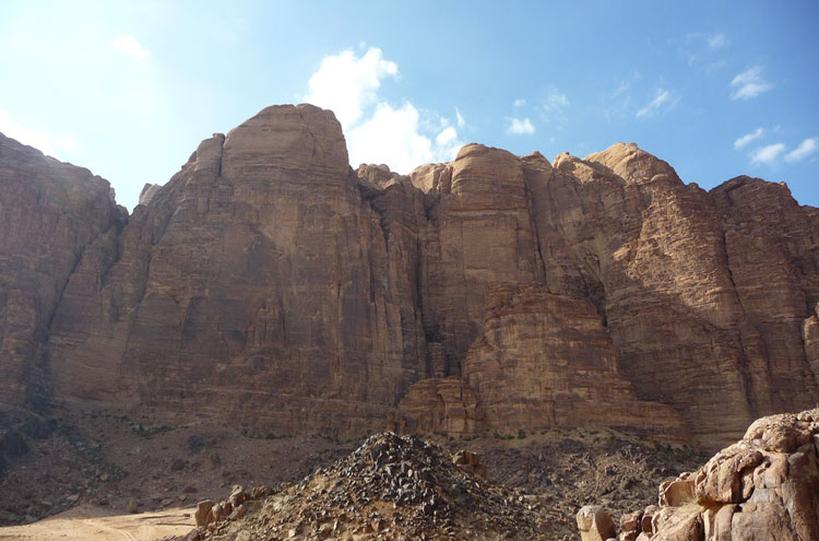 Around Jebel Rum: Jebel Rum - © By Flickr user Elson