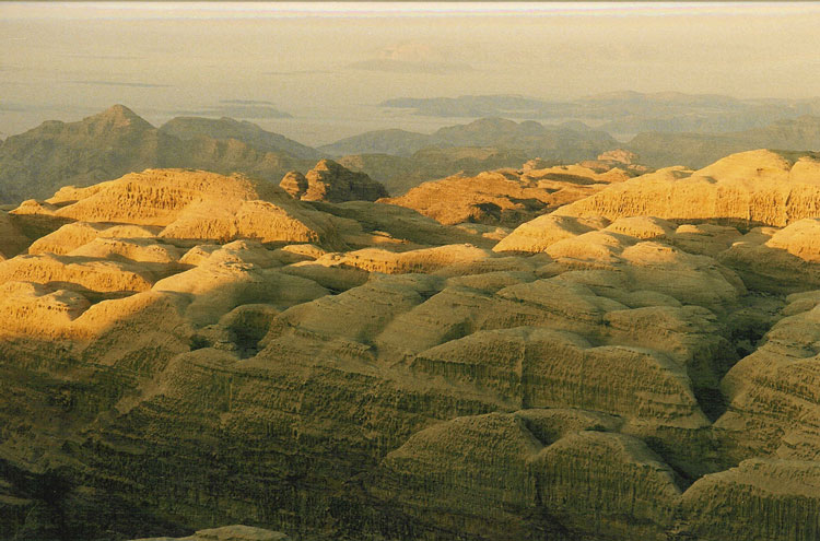 Around Jebel Rum: Jebel Rum domes - © By Flickr user Polandeze