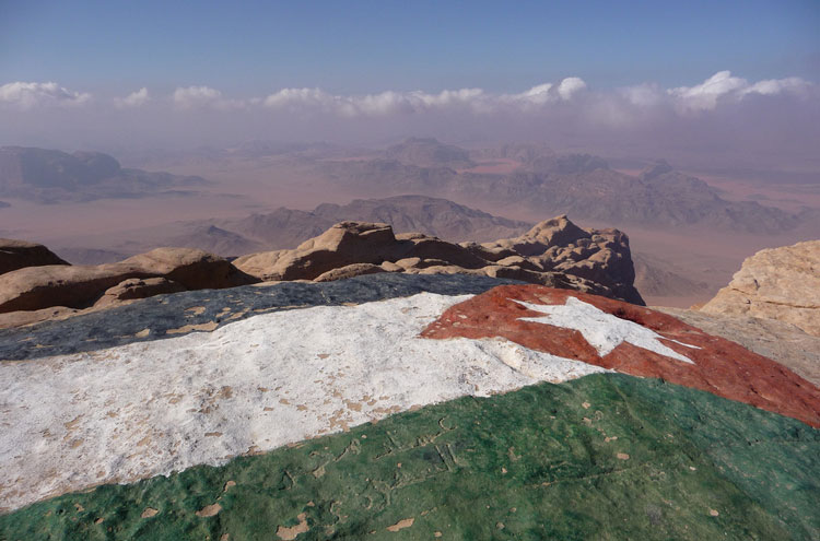 Around Jebel Rum: Jebel Rum summit flag - © By Flickr user Elson