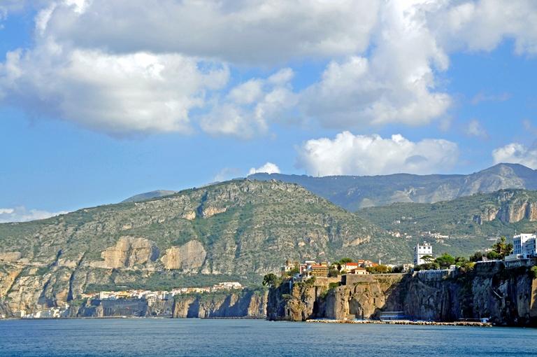Italy Amalfi Coast, Sorrento Peninsula, Leaving Sorrento , Walkopedia