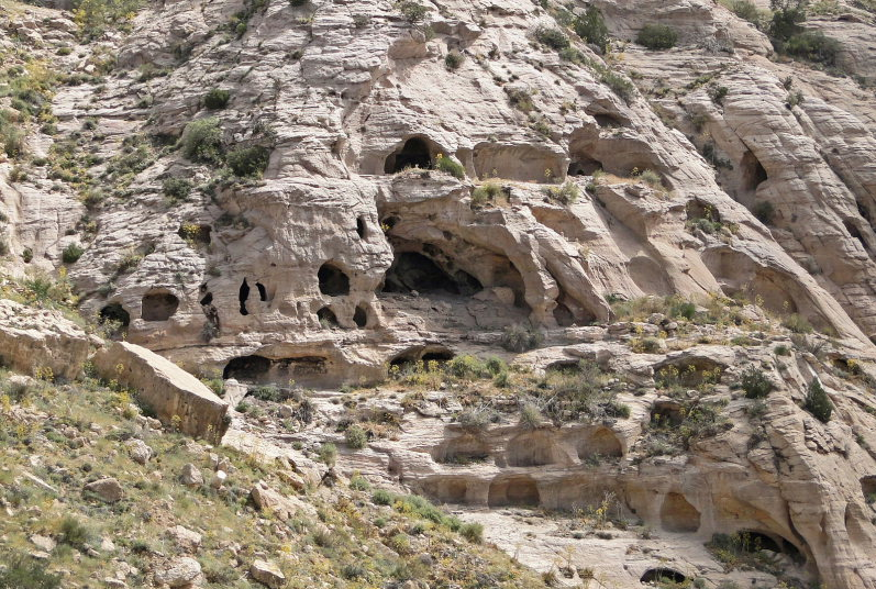 Dana Area: Caves in Dana Reserve - © Bernard Gagnon