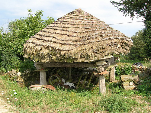 Palloza, Typical Gallician Structure, Camino del Norte - © By Flickr user JuanJeitor