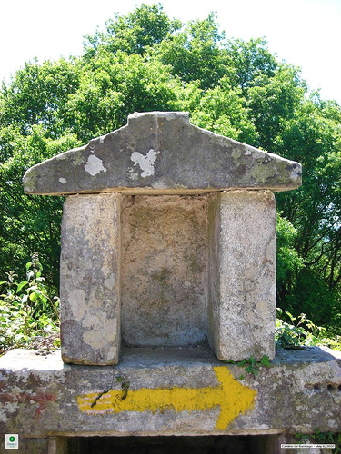 Camino Frances Route Marker and Rest Stop - © By Flickr user Fresco Tours