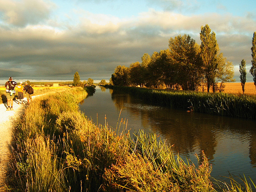 Canal, Camino Frances - © By Flickr user Jule_Berlin