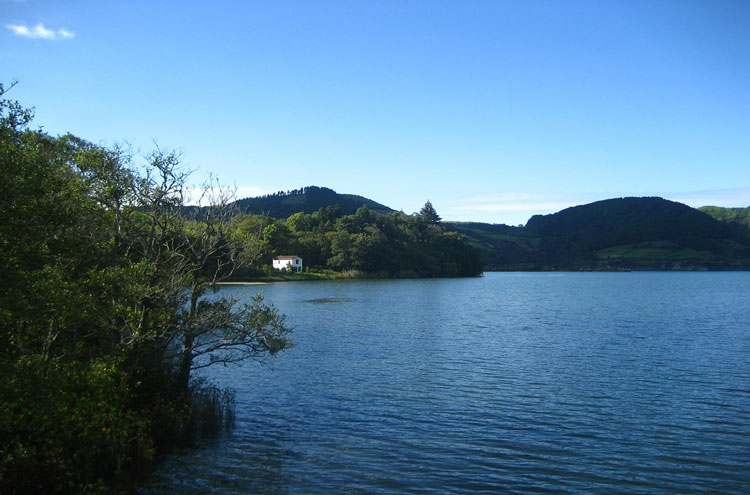 Caldeira das Sete Cidades: Azores - © By Flickr user jvchamary
