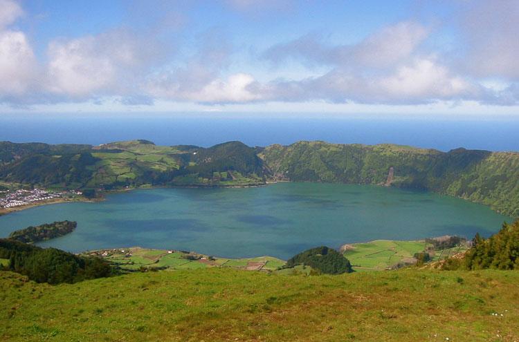 Portugal Azores, Caldeira das Sete Cidades, Lago das Sete Cidades, Walkopedia