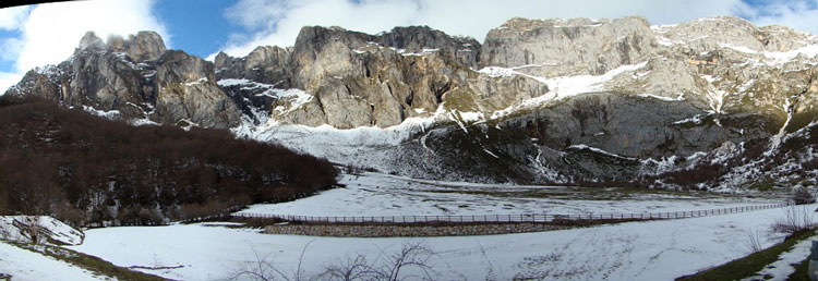Central Picos Traverse: Fuente De - © By Flickr user Rafa