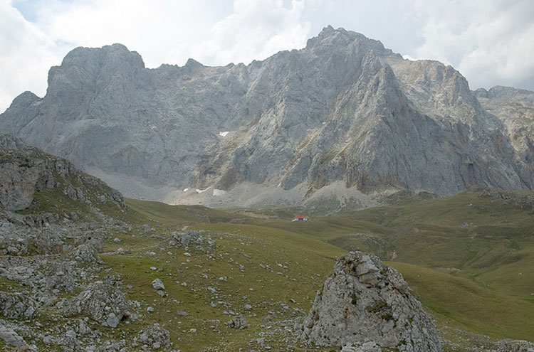 Central Picos Traverse: Aliva Bowl - © By Flickr user jroblear