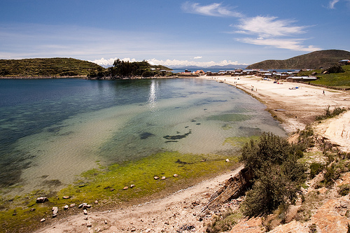 Beach, Isla del Sol - © By Flickr user Bjaglin