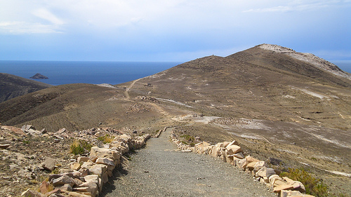 Path on the Isla del Sol - © By Flickr user ydnammmm